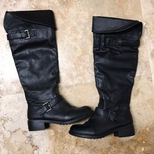 Black flag riding boot